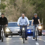 Никол Пашинян приехал на работу на «контрреволюционном» велосипеде